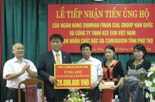 Trao 1.400 sổ tiết kiệm tặng nữ cựu thanh niên xung phong